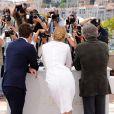 Jude Law, Uma Thurman et Robert de Niro (président) membres du jury du 64e festival de Cannes le 11 mai 2011