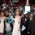Uma Thurman, en Versace, et Robert de Niro lors de la cérémonie d'ouverture du festival de Cannes le 11 mai 2011