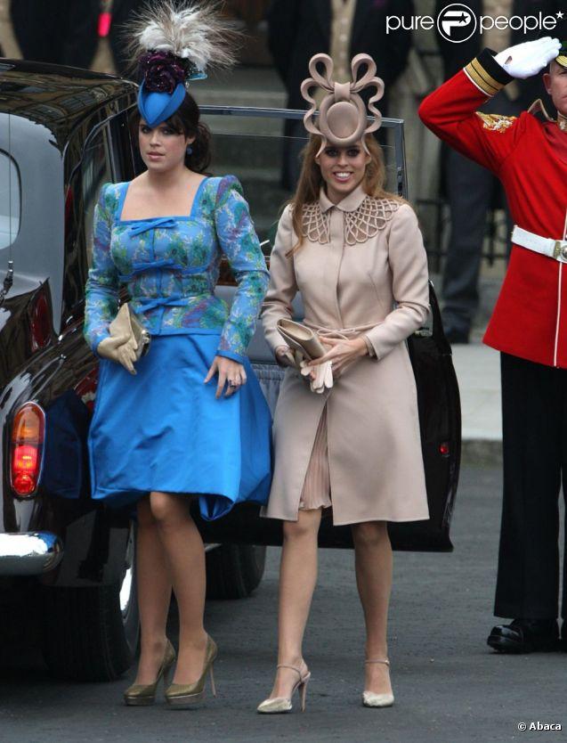 Beatrice d\u0027York arrive avec sa jeune soeur Eugénie au mariage du prince  William et