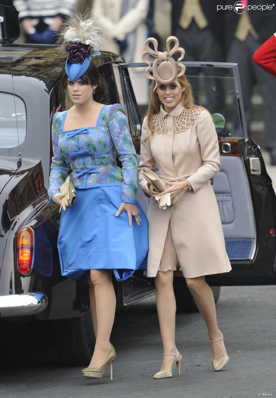 Robe Valentino et chapeau Philip Treacy pour Beatrice d\u0027York, robe Vivienne  Westwood pour Eugenie d\u0027York. Londres, 29 avril 2011