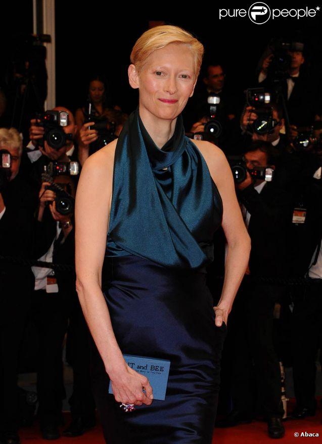 Tilda Swinton radieuse pour la présentation officielle de  We need to talk about Kevin , dans le cadre du 64e Festival de Cannes, le 13 mai 2011.