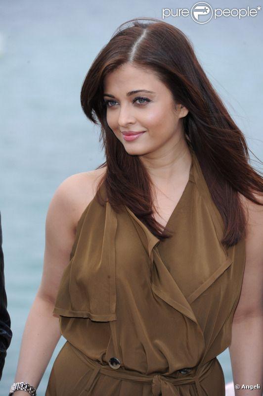 Aishwarya Rai présente le film Heroine au marché du film lors du festival de Cannes le 13 mai 2011