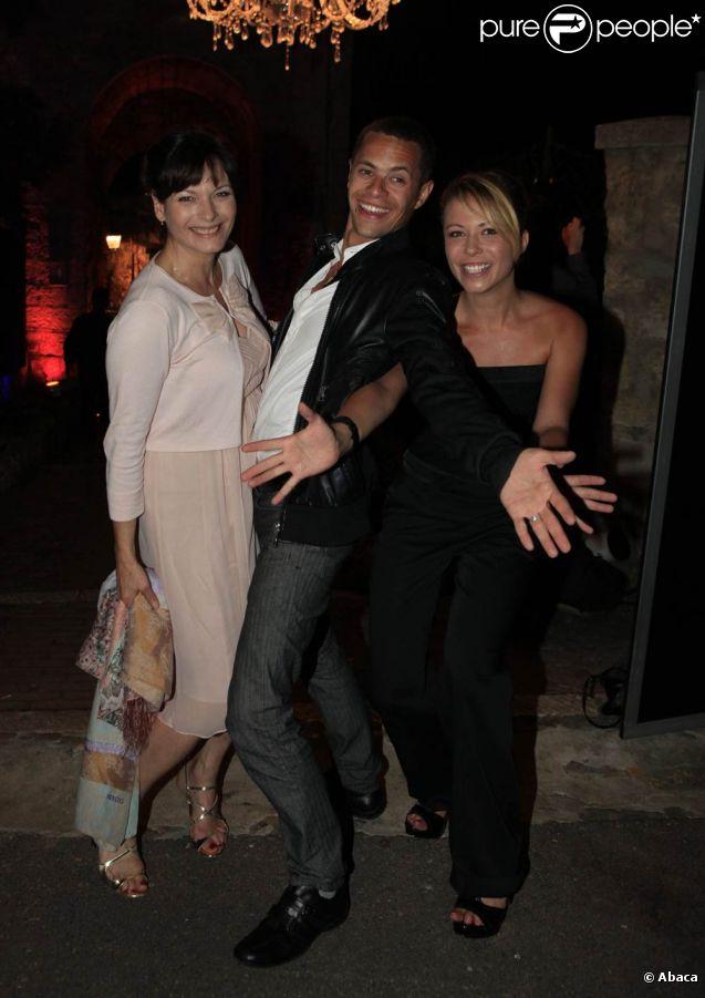 Cécilia Hornus, Ambroise Michel et Dounia Coesens en grande forme lors de la soirée Canal + organisée à Cannes, le vendredi 13 mai 2011.