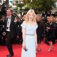 Divine apparition pour Clémence Poésy lors de la montée des marches du 64e Festival de Cannes pour la projection de Pirates des Caraïbes. Le 14 mai 2011