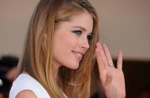 Cannes 2011 : Doutzen Kroes répand généreusement sa beauté et ses baisers !