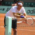 Le 17 mai 2011, Roger Federer à l'échauffement à la Porte d'Auteuil.