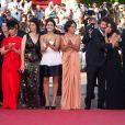 Hiam Abbass, Sabrina Ouazani, Hafsia Herzi, Radu Mihaileanu, Leïla  Bekhti - très émue - et Biyuna lors de la présentation de La Source des femmes au  festival de Cannes le 21 mai 2011
