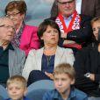 Martine Aubry et son papa Jacques Delors assistent au match PSG-Lille, dans le cadre de la 37e journée de Ligue 1 au Parc des Princes (Paris), samedi 21 mai 2011.