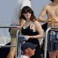 Steven Spielberg passe un beau moment en famille sur son yacht au large de Cannes le 13 mai 2011