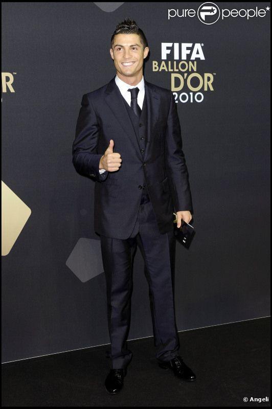Cristiano Ronaldo assiste à la cérémonie de remise du Ballon d'Or 2010, en janvier 2011 à Zurich (Suisse).