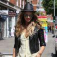 Elle Macpherson à Londres dans un look parfait ! Le 1er juin 2011
