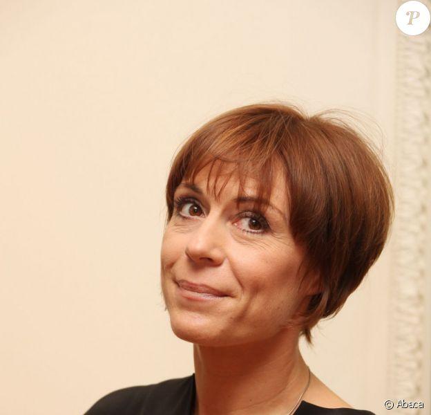 Jasmine Roy, en octobre 2009, lors de la réception de ses insignes de Chevalier des Arts et des Lettres par Luc Plamondon.