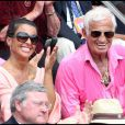 Jean-Paul Belmondo et Barbara Gandolfi lors de la finale hommes du tournoi de Roland-Garros, en juin 2011.