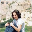 Natalie Portman en 1995 se prête au jeu des séances photos et prouve déjà sa photogénie. La star en herbe a déjà tout d'une grande et adopte un look masculin