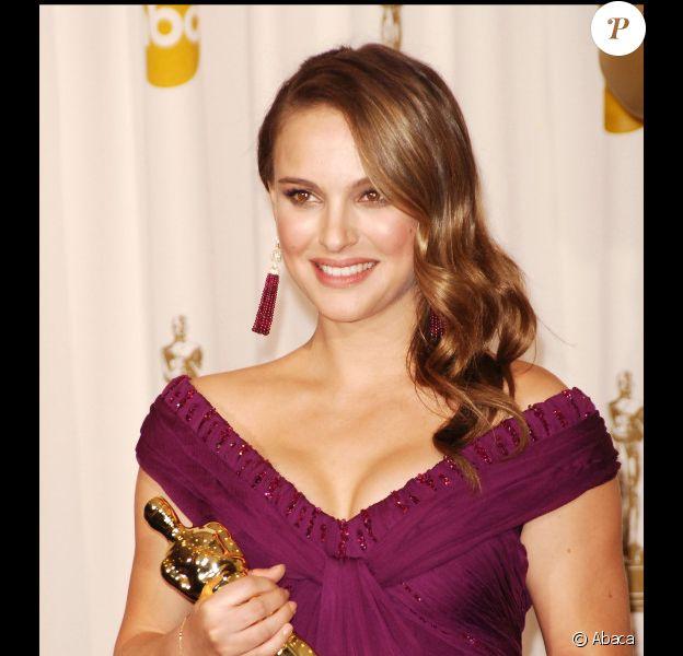 Natalie Portman lors des Oscars 2011 a connu la consécration : elle a remporté l'Oscar de la meilleure actrice pour Black Swan