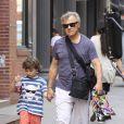 Harvey Keitel et son jeune fils Roman dans New York le 9 juin 2011