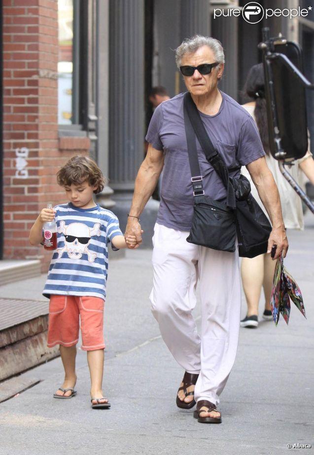 Harvey Keitel et son fils cadet Roman se baladent dans les rues de Soho, New York, le 9 juin 2011