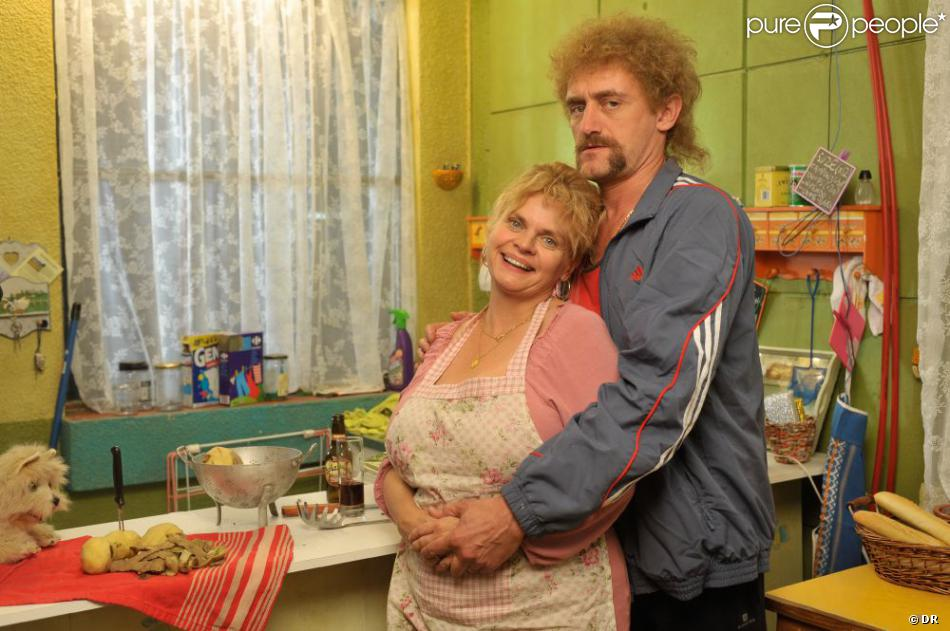 Les Tuche, un film d'Olivier Baroux avec Isabelle Nanty dans le rôle de Cathy Tuche, ici avec son mari Jeff, joué par Jean Paul Rouve.