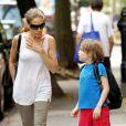 Sarah Jessica Parker semble en pleine conversation sérieuse avec son fils James sur le chemin de l'école à New York le 10 juin 2011