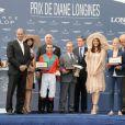 Egérie de l'horloger Suisse Longines, Aishwarya Rai a remis une récompense au vainqueur du Prix de Diane, Maxime Guyon, le 12 juin 2011 à l'hippodrome de Chantilly
