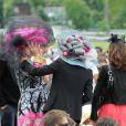 En marge de la course hippique du Prix de Diane, un véritable concours de chapeaux s'est organisé ! Ces mesdames ont rivalisé d'originalité le 12 juin 2011 à l'hippodrome de Chantilly.