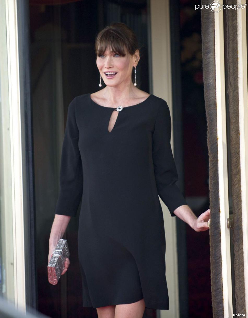 Carla Bruni ravissante et élégante dans une robe Tara Jarmon lors du G8 à  Deauville le 26 mai 2011.