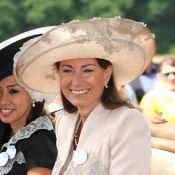Ascot 2011 : Carole Middleton, la mère de Kate et Pippa, retrouve Elizabeth II