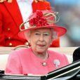 """Royal Ascot 2011, jour 3, jeudi 16 juin 2011. Total look rose pour la reine Elizabeth II, qui honore de belle manière la """"journée des femmes"""".   Pour le traditionnel Ladies' Day du jeudi (qui tombait cette année un 16 juin), ces dames ont répondu au rendez-vous."""