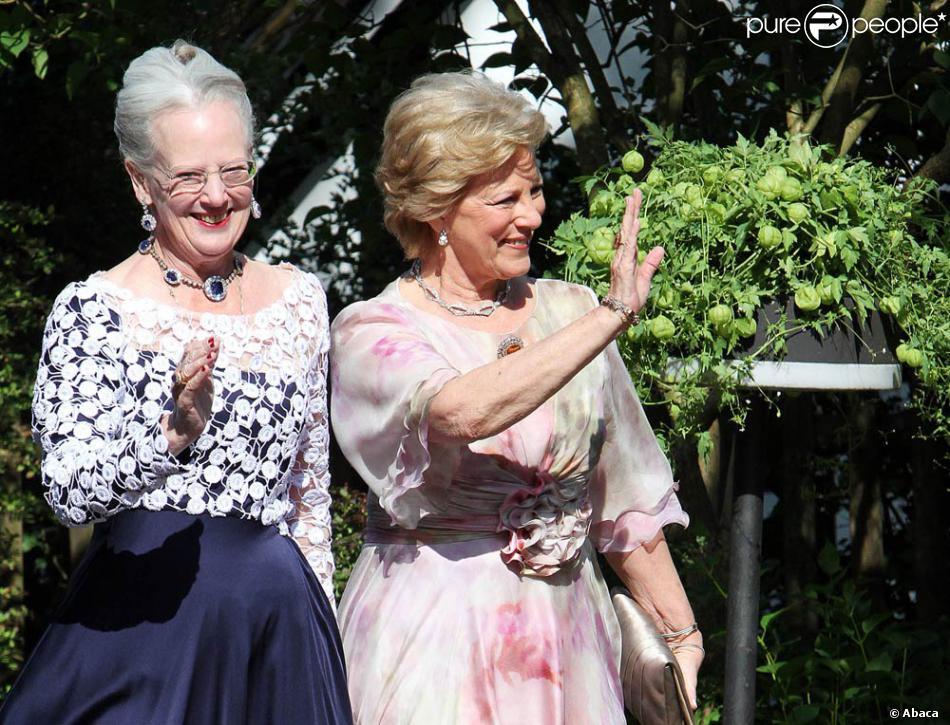 la reine margrethe de danemark et sa soeur la reine anne marie de gr ce assistaient le 18 juin. Black Bedroom Furniture Sets. Home Design Ideas