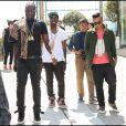 Kanye West entouré de quelques amis à la sortie du défilé Louis Vuitton à Paris le 23 juin 2011