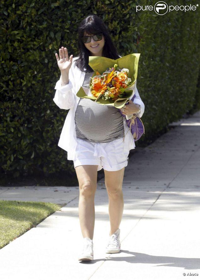 Selma Blair a reçu un beau bouquet de fleur pour son 39e anniversaire. Los Angeles, le 23 juin 2011