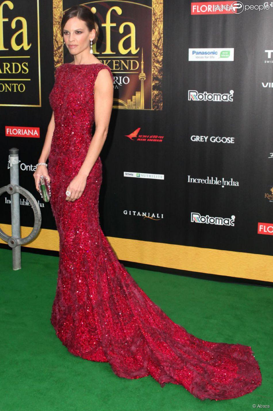 Hilary Swank, magnifique dans sa robe Elie Saab Couture le ...
