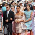Stéphanie de Monaco, au bras de son fils, Louis Ducruet et suivie de ses filles, Pauline Ducruet et Camille Gottlieb lors de la cérémonie religieuse  du mariage du prince Albert et de Charlene Wittstock, à Monaco, le 2  juillet 2011