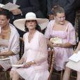 Stéphanie et Caroline de Monaco, devant leurs filles Camille Gottlieb et Alexandra de Hanovre lors de la cérémonie   religieuse  du mariage du prince Albert et de Charlene Wittstock, à   Monaco, le 2  juillet 2011
