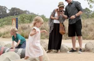 Tori Spelling, enceinte et stylée, surmonte la fatigue en famille