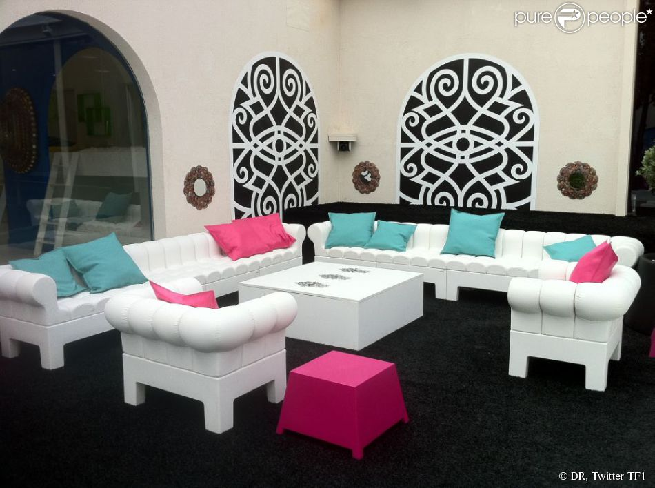 Le jardin de la maison des secrets s 39 tend sur plus de 150 for Adresse maison secret story