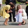 La rencontre avec Diamond Marshall, une fillette de 6 ans atteinte d'un cancer qui s'est jetée dans ses bras sur le tarmac de l'aroport de Calgary, a été un moment intense pour Kate Middleton.   William et Kate, Royal Tour au Canada, jour 8 (jeudi 7 juillet 2011). Pour l'avant-dernier jour de leur visite officielle, le prince William et son épouse la duchesse Catherine de Cambridge ont rallié Calgary, leur dernière étape au Canada avant un déplacement de trois jours à Los Angeles.