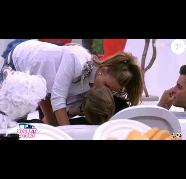 Geoffrey et Aurélie s'embrassent dans Secret Story 5
