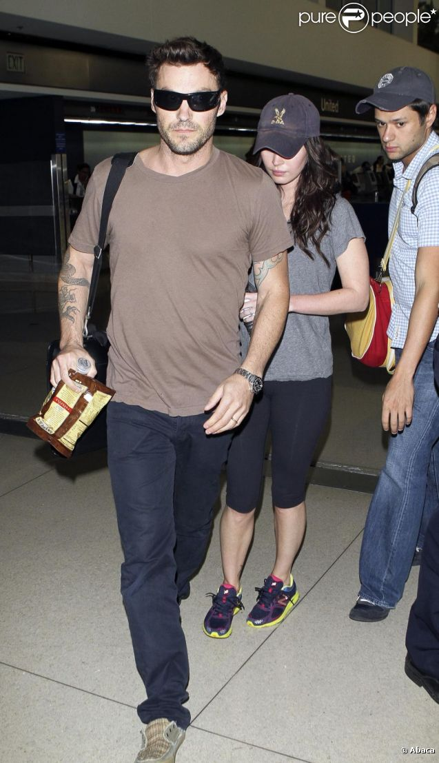 Megan Fox et son mari Brian Austin Green arrivent à l'aéroport de Los Angeles, de retour de New York, le 13 juillet 2011