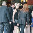 Johnny Hallyday et Laura, Laeticia et leurs filles pour l'anniversaire du Taulier à LA le 15 juin 2011.