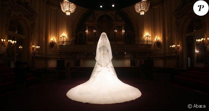 La robe de mari e de kate middleton expos e au public d s for Code de robe de mariage de palais de justice
