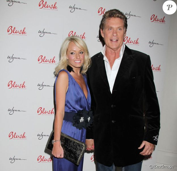David Hasselhoff et sa nouvelle chérie Hayley Roberts, à l'hôtel Wynn de Las Vegas pour l'anniversaire de l'acteur, le 23 juillet 2011