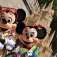 Moment inoubliable à Paris Plages le 23 juillet 2011. Mickey et Minnie ont fait la fête lors de l'inauguration du grand château de sable de la Belle au Bois Dormant.