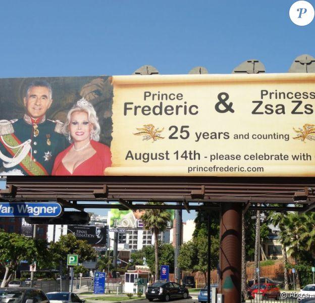 Le 25e anniversaire de mariage du Prince Frédéric Von Anhalt et de Zsa Zsa Gabor présenté sur Sunset Boulevard à Beverly Hills le 25 juillet 2011