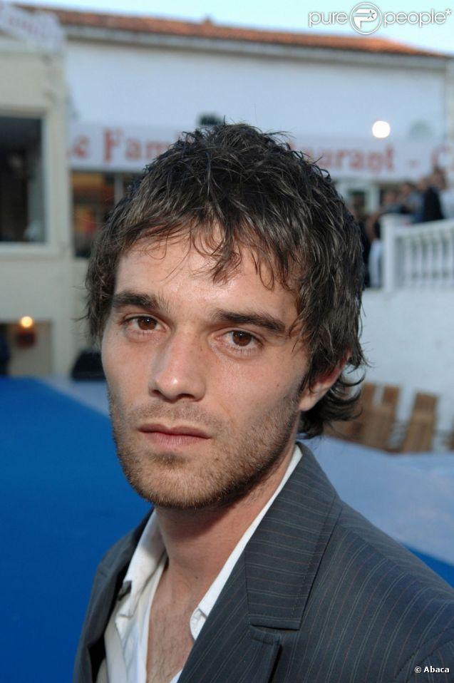 Julien Bravo alias Fabien dans la série Plus Belle la Vie.