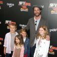 Noah Wyle en famille lors de l'avant-première du film Spy Kids 4 : All the time in the world à Los Angeles le 31 juillet 2011