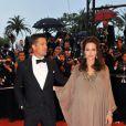 Bien qu'enceinte, Angelina Jolie opte pour une robe qui ne l'a met pas vraiment en valeur. Cannes, mai 2008