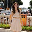 En soirée ou en journée, Angelina Jolie ne joue plus la provoc' avec ses looks de rebelle. Elle s'est métamorphosée en femme glamour pour notre plus grand bonheur ! Cannes, 12 mai 2011