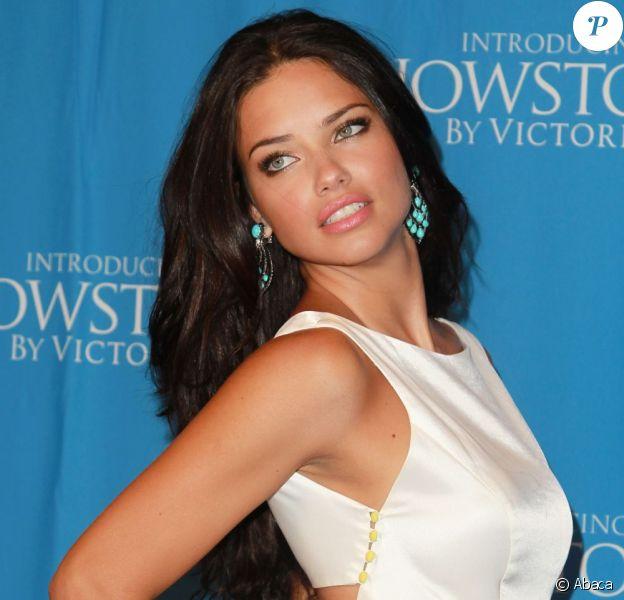 Adriana Lima au lancement de la collection Showstopper de Victoria's Secret à New York, le 9 août 2011