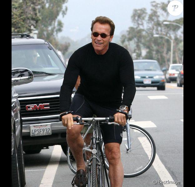 Arnold Schwarzenegger fait du vélo à Los Angeles, le 12 août 2011
